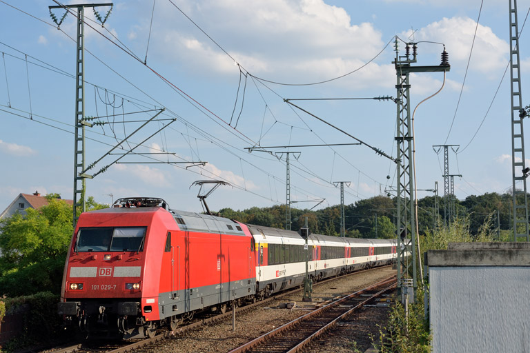 101 029 mit IC 184 bei km 16,8 (September 2016)